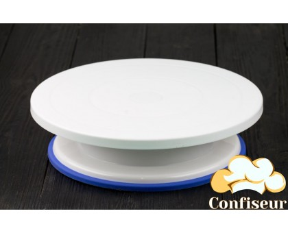 Cake stand with silicone insert